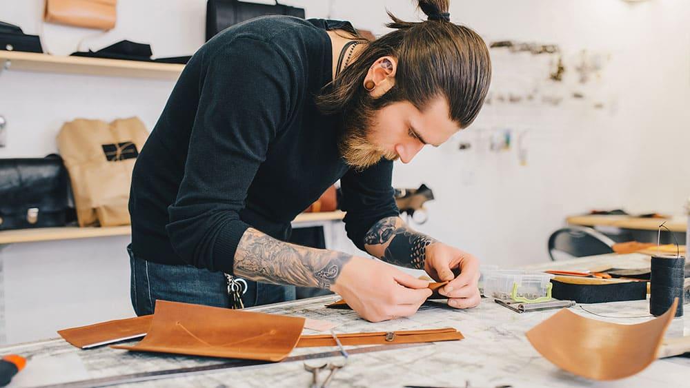 leather craftsman solopreneur artisan
